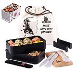 SHOKUJI Bento Lunch Box Set (1200ml) – Japanische Samurai Motive Brotdose Inkl. Besteck + Saucen Box (100ml) + Tasche – Auslaufsichere, Mikrowellengeeignete Lunchbox – Kinder & Erwachsene