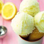 """Dieses leckere Buttermilch-Zitronen-Eis zählt zu einem meiner Favoriten aus unserem neuen Rezeptheft """"MIXESSENZ – EIS & MEHR: KALT, SÜSS UND LECKER FÜR DEN THERMOMIX TM31 UND TM5″"""