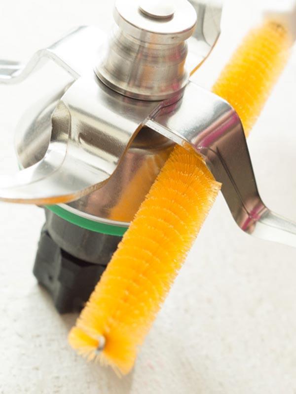 Schonende Reinigung des Mixtopfmessers