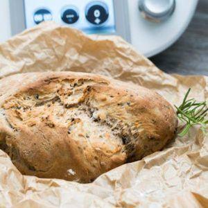 Walnuss-Oliven-Brot aus dem Thermomix