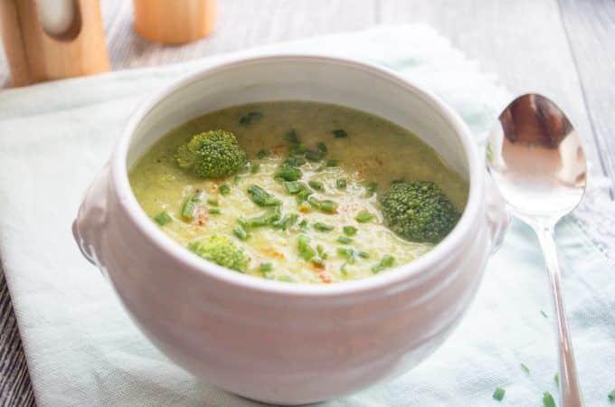Kohlrabi-Brokkoli Suppe mit Avocado aus dem Thermomix®
