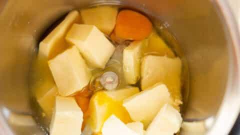 Butter, Eier im Mixtopf