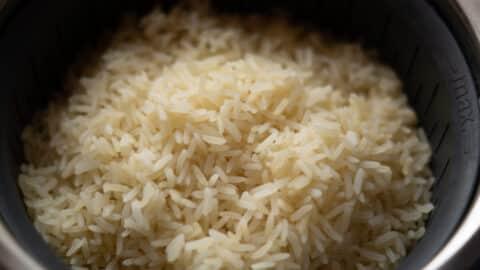 gekochter Reis im Gareinsatz