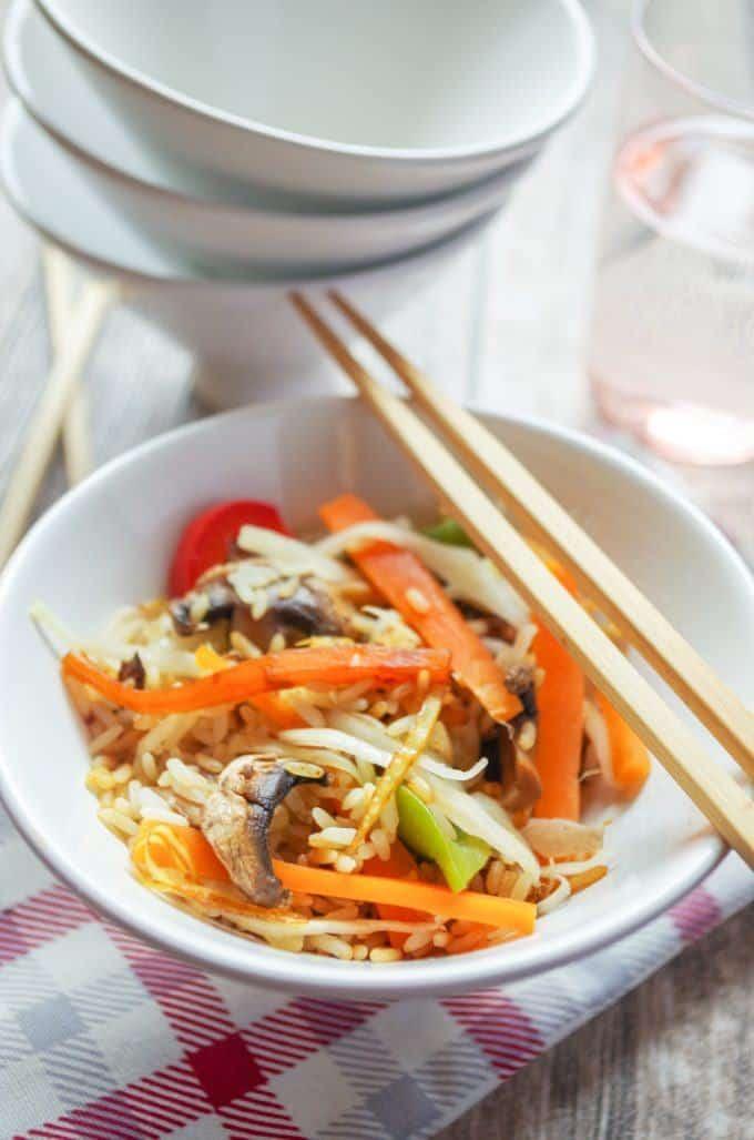 Vegetarischer Asia-Gemüse-Reis aus dem Thermomix® servieren