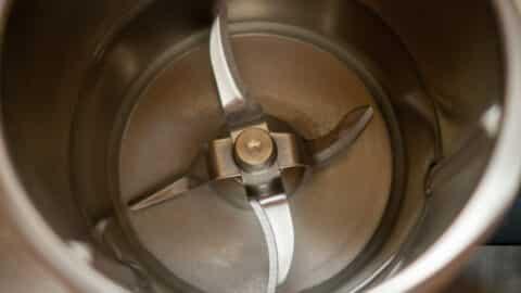 Wasser im Mixtopf des Thermomix