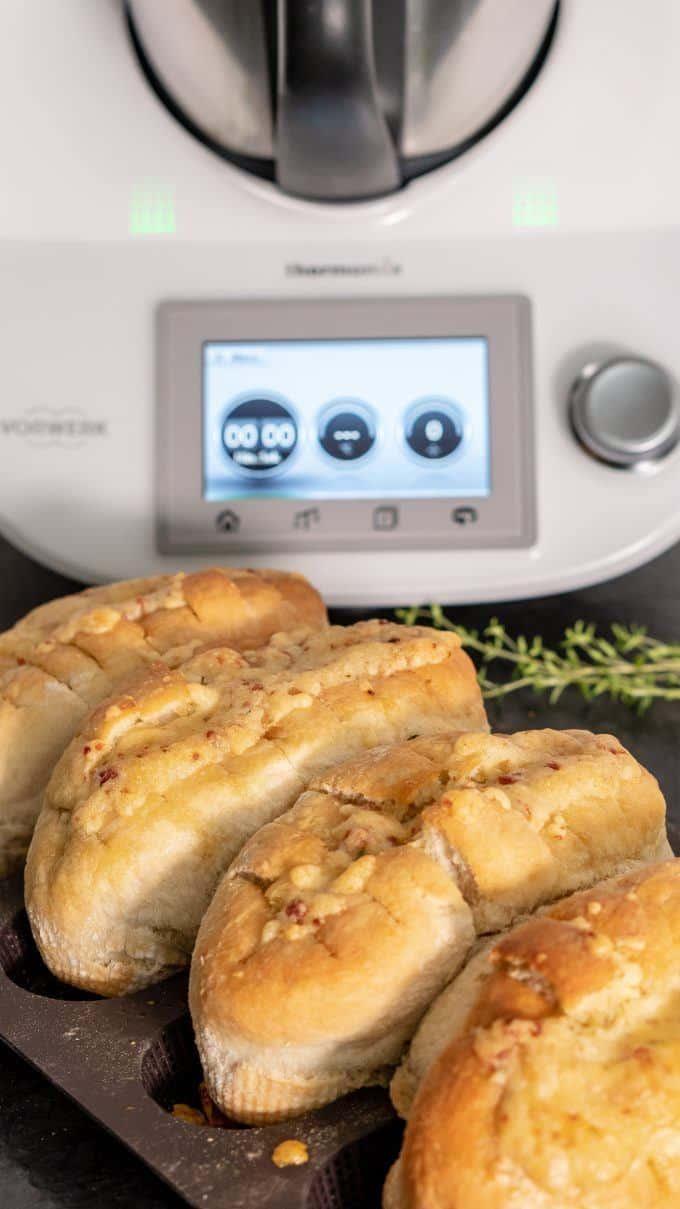 Knuspriges Knoblauch-Käse Baguette aus dem Thermomix®