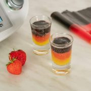 deutschland farbene wm shots aus dem thermomix mit erdbeeren und mango und heidelbeeren frisch serviert