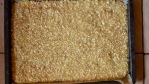 Nussmasse auf Teig verteilt