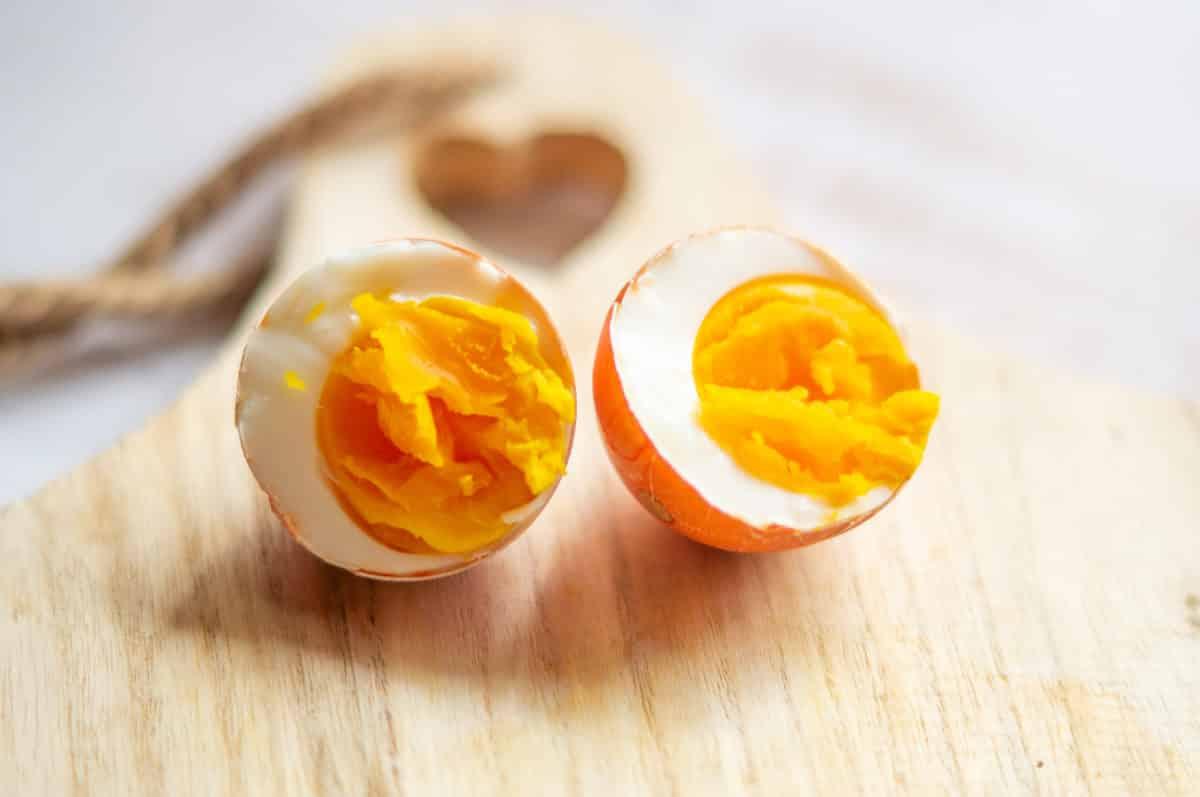 Ostereier gefärbt und gekocht