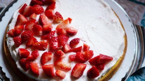 Erdbeeren in Erdbeertorte