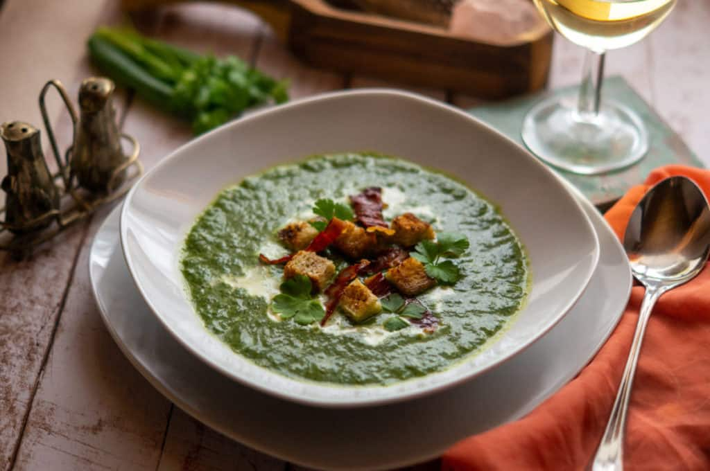 Spinat-Suppe mit Brotkrusties aus dem Thermomix®