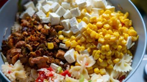 Gyrosfleisch, Mais, Balkankäse und Nudeln