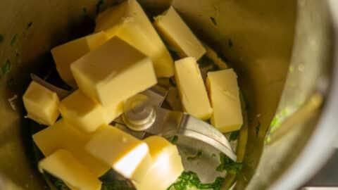 Butter in den Mixtopf geben
