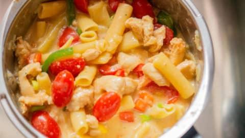 Tortiglioni mit Tomaten im Mixtopf
