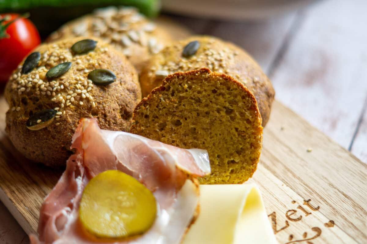 Low-Carb Brötchen ohne Mehl fertig gebacken