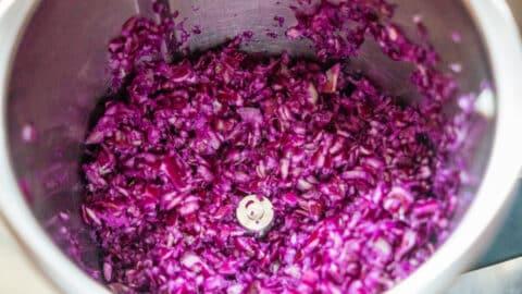 Zwiebeln und Rotkohl hacken im Thermomix
