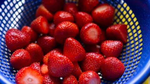 Erdbeeren gewaschen und geputzt
