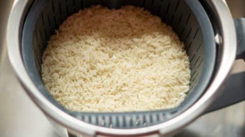 Reis im Gareinsatz des Thermomix kochen