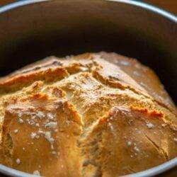 "Französisches Brot ""Pain en cocotte facile"" im Bräter aus dem Thermomix®"