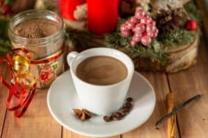 Weihnachts-Cappuccino frisch gemixt