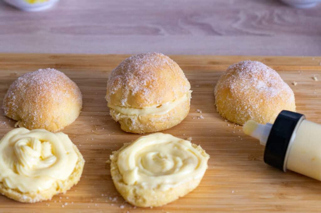 Ofenberliner mit Vanillecreme gefüllt