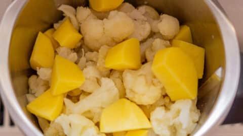 Blumenkohl und Kartoffeln im Mixtopf