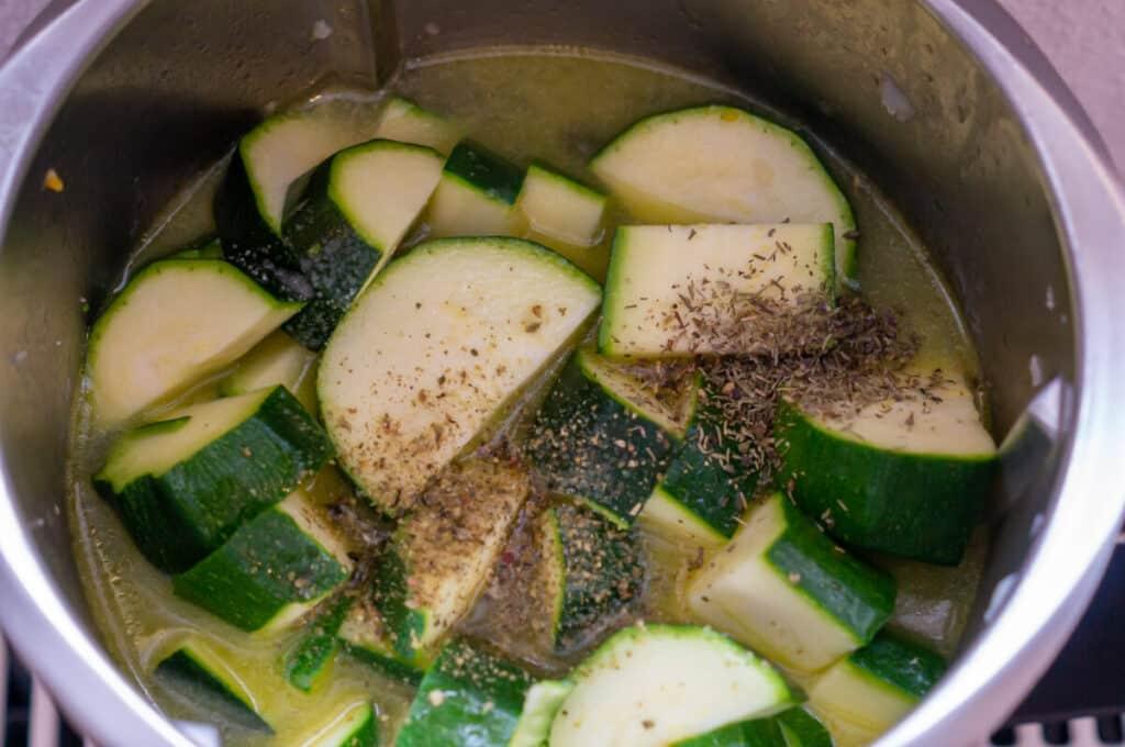 Zutaten Zucchinisuppe im Mixtopf