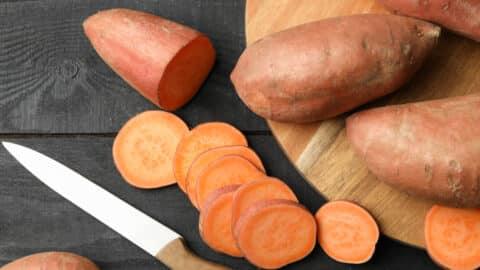 Süßkartoffeln schneiden