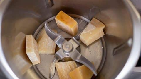 Parmesan reiben im Thermomix