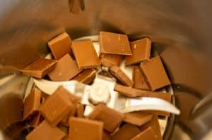 Schokolade im Mixtopf des Thermomix