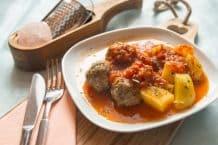 Fleischbällchen mit Kartoffeln und Tomatensoße aus dem Thermomix®